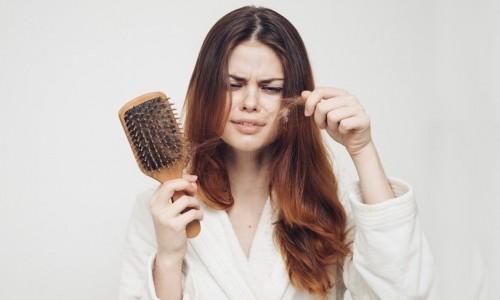 Menopoz Sırasında Saç Dökülmesi Durumu Nasıl Yönetilir?